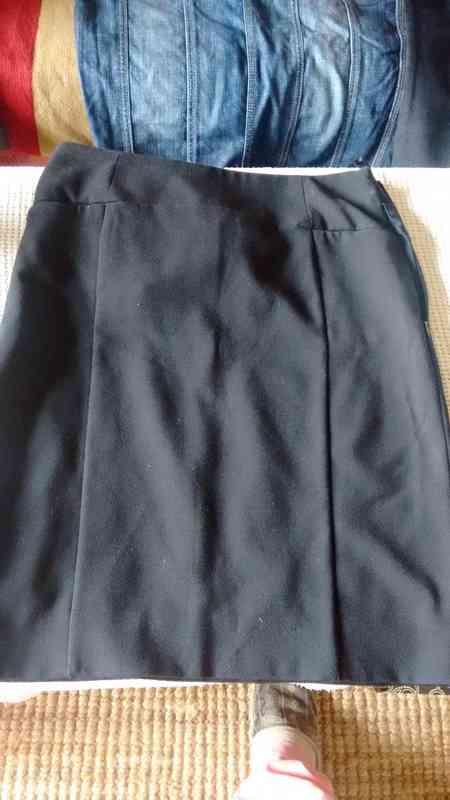 Falda poliester negra