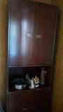Mueble de madera con baldas
