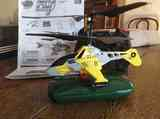 Helicóptero teledirigido. La batería no está bien.