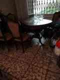 Mesa caoba, salón y 6 sillas.