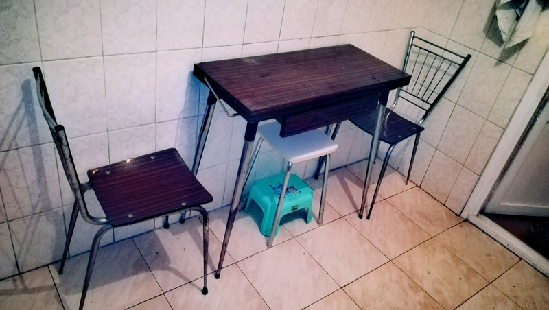regalo - Mesa y dos sillas de cocina - Madrid, Comunidad de Madrid ...
