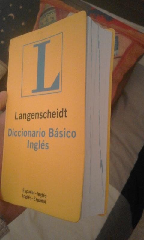 Diccionarios de francés e inglés básicos.