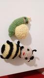 Peluches de ganchillo de caracol y abeja