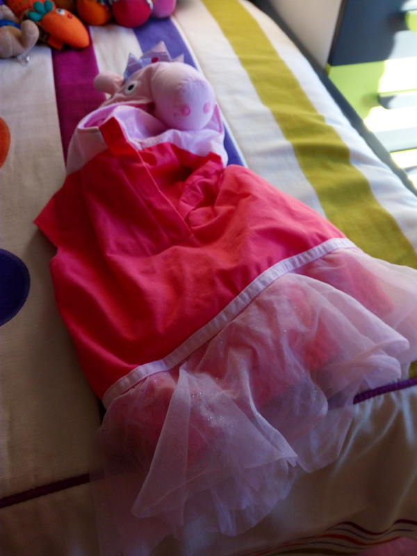 Regalo disfraz de Peppa Pig con alas de hada.