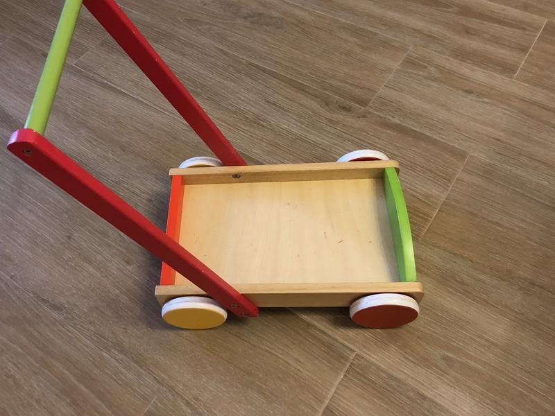 Carrito de madera para niño