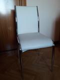 4 sillas de color blanco