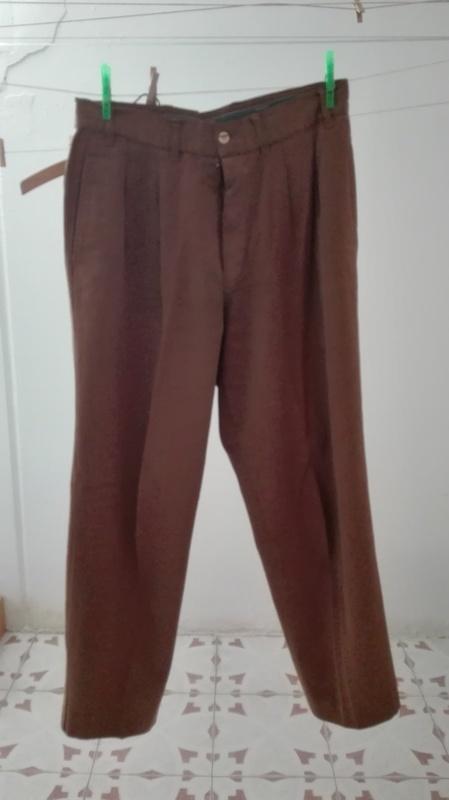 Pantalón caballero marrón/caqui. Talla 42(1amigomio)