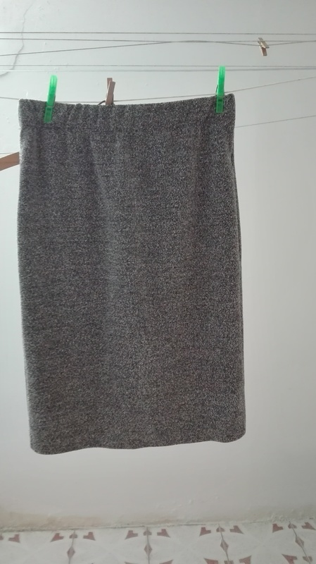 Falda Blanca y gris. Talla M/L(rosii cvs)