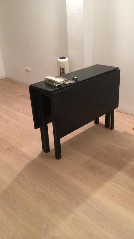 Regalo mesa de madera de color negro