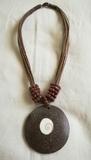 Regalo collar de cuerda con piedra marrón. (Karly)