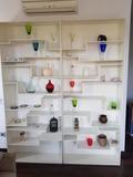 Muebles, cuadros, cosas de cocina, toallas, y más
