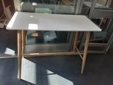 Mesa estructura de acero y tablero melenina