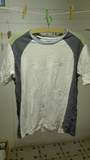 Camiseta blanca con raya gris y verde Talla s/2