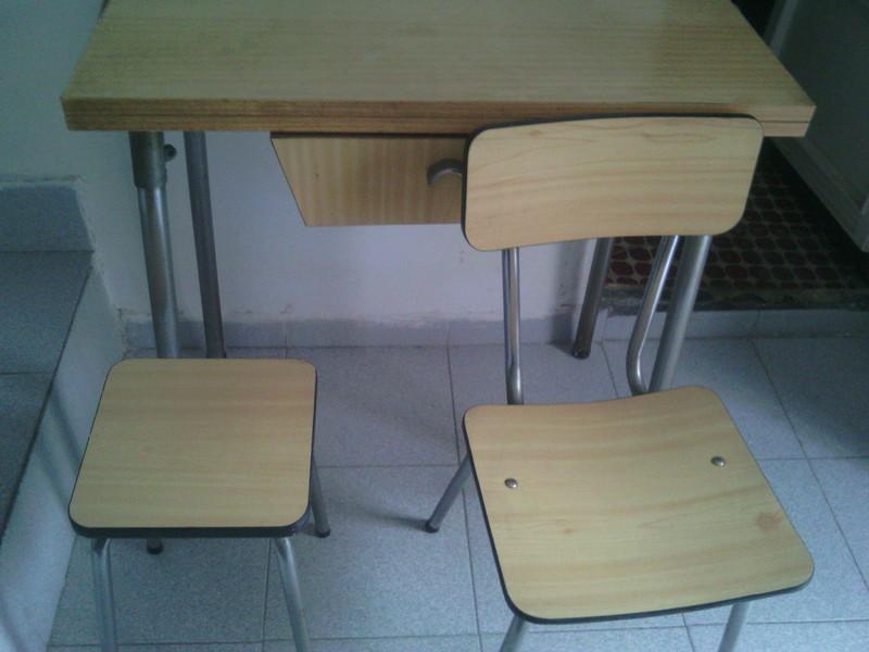 Conjunto de mesa de cocina extensivo con sillas y taburetes