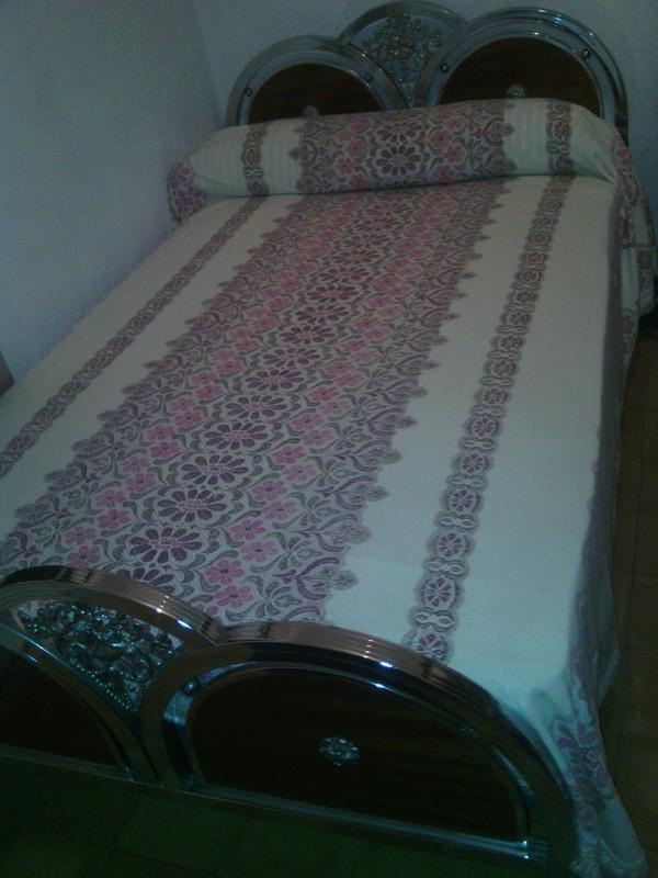 Estructura de cama de 120 y mesilla a juego