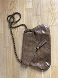 Un bolso mediano, marca SPRINGFIELD