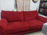 Sofá de terciopelo rojo