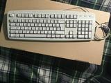 <con cable>teclado con cable (puerto PS/2)