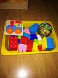 Juguetes:Piezas construcción, puzzle de madera y pelota pequeña