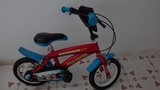 Bicicleta niño para edades entre 3 y 5 años. Las ruedas estan desinfladas, creo que no (01carras01)