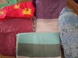 Varios pañuelos y una bufanda en perfecto estado.