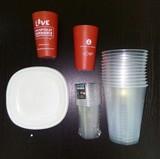 Vasos y platos de plástico