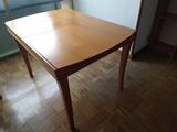 Mesa extensible en madera color cerezo