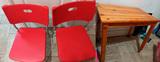 2 sillas y 1 mesa