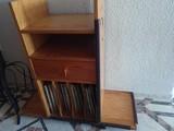 Mueble de madera tocadiscos y vinilo. Múltiples usos.