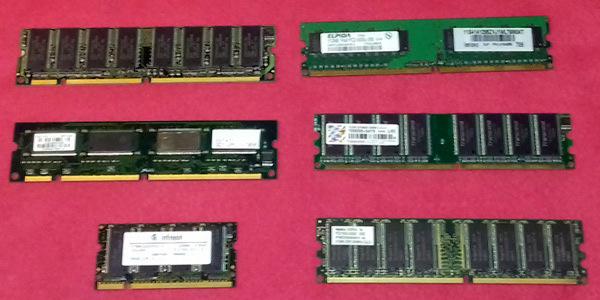 Lote de memorias de PC.