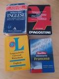 Varios diccionarios de bolsillo