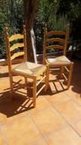 Regalo 2 sillas de madera y mimbre