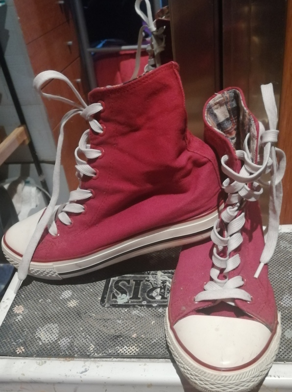 Zapatillas tipo Converse,con cuña interior,talla 39