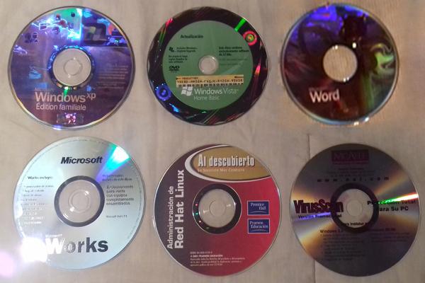 Lote de software original con claves.