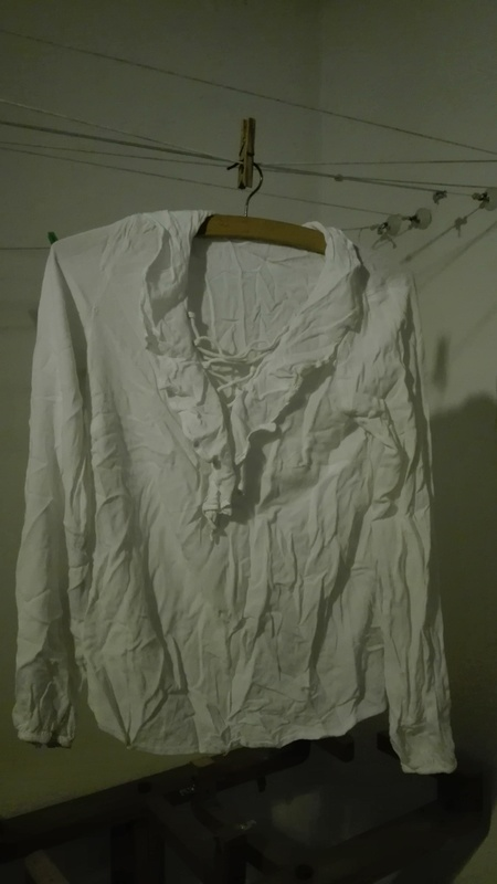 Camisa blanca con cuello volantes. Talla S