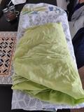 Sábana bajera ajustable y fundas para edredón y almohadas
