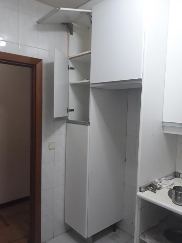 Regalo mueble de cocina / escobero
