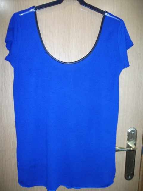 Camiseta color azulon de verano, talla L-XL larga