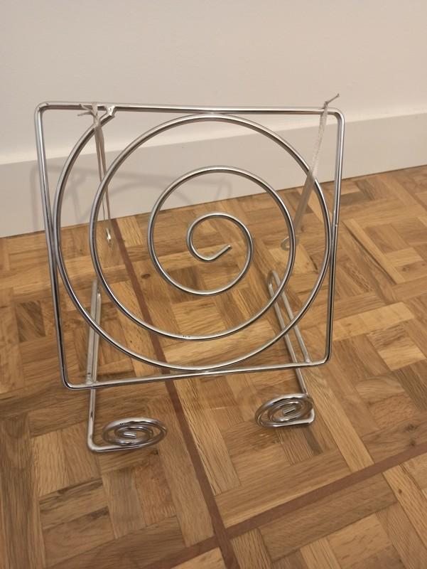 Atril metálico en espiral