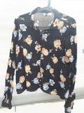 68. Camisa negra flores
