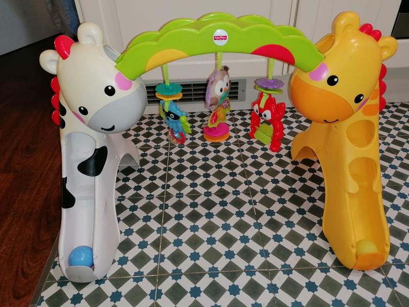 Gimnasio bebe y juguetes