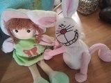 Muñeca  y un conejito