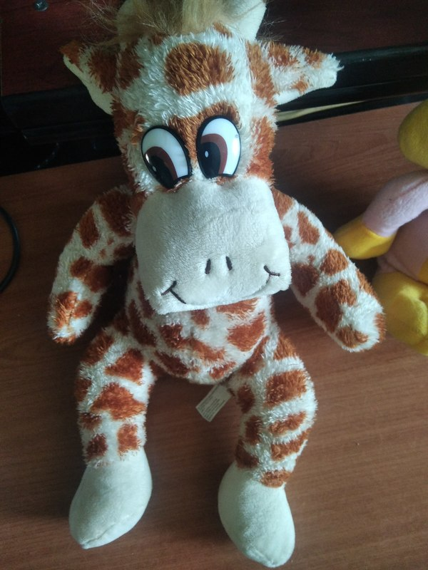 Peluche de jirafa de unos 30 cm.