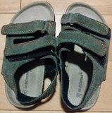 Sandalias talla 29 pero equivalente a un 28