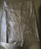 Falda piel, color negro