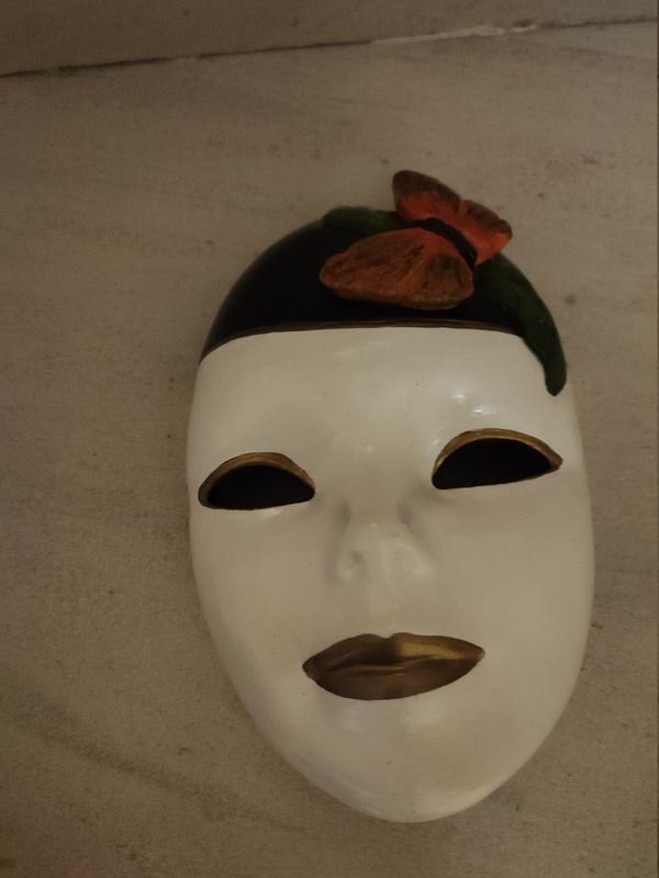 Mascara de porcelana