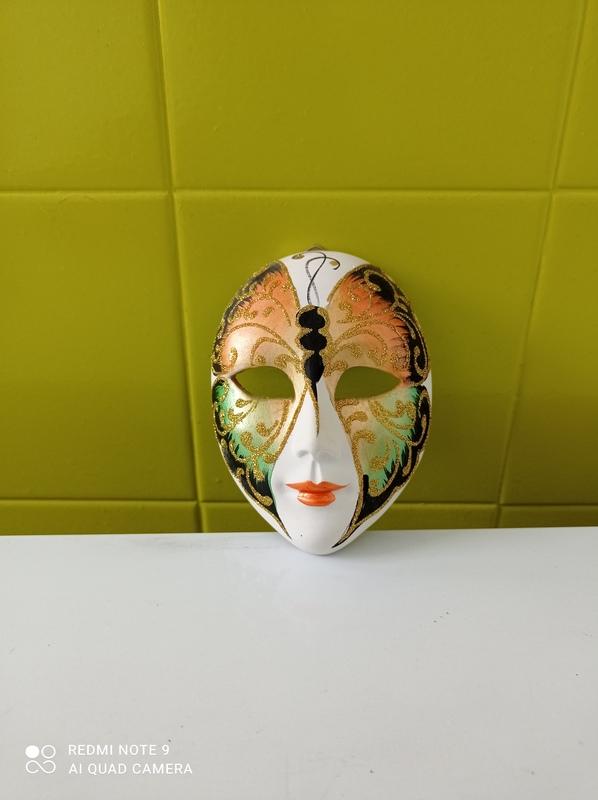 Mascara decorativa
