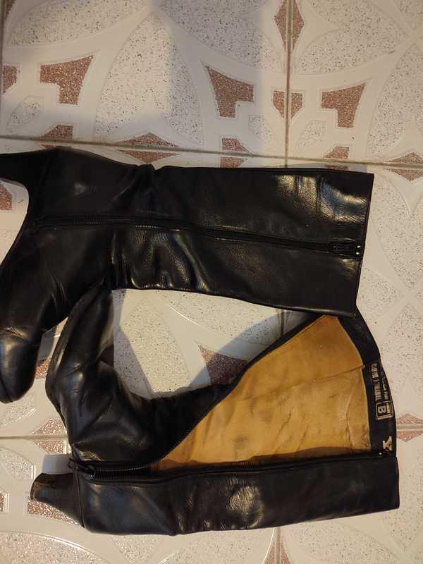 Botas de piel negras. talla 36